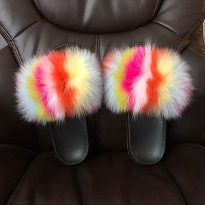 💥NWOB💥 Multicolor real fur dyed slides in 8